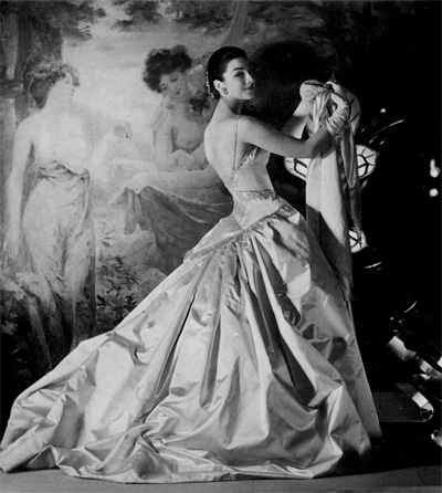 Dorian Leigh in Patou, fotografiata de Henry Clarke in 1955