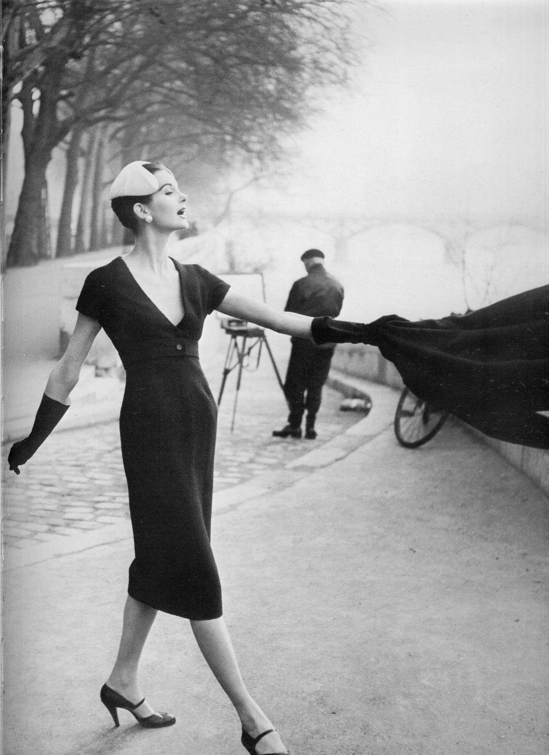 Ann Sainte-Marie pentru Dior, fotografiata de Henry Clarke in 1955