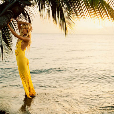 "Pictorial ""An Island in the Sun"", fotograf: Carter Smith, aparut in Vogue UK editia iunie 2005; model: Anja Rubik"