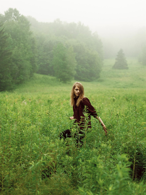 Morning Beauty, realizat de Nathaniel Goldberg pentru Vogue UK, editia noiembrie 2005; model: Sasha Pivovarova