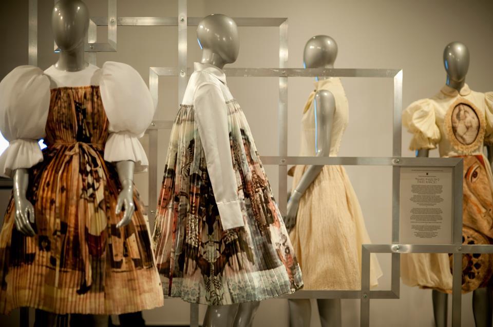 Drumul modei: dialog peste granite, expozitie itineranta ICR