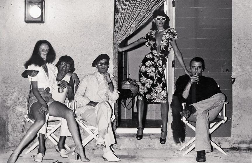 Grace Coddington cu Helmut Newton, Manolo Blahnik, Anjelica Houston, David Bailey, in 1974