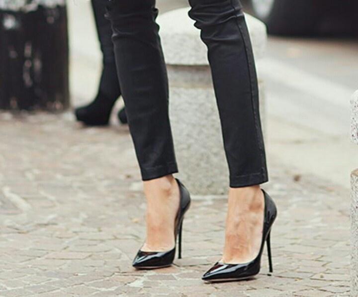 Pot sa (mai) port pantofii cu botul ascutit?