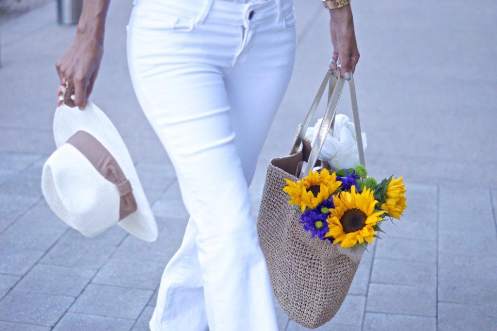 Pot sa (mai) port jeansul alb?
